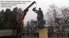 140504-destruyen-monumento-a-los-soldados-que liberaron-ucrania-del-nazismo-690x388