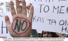 140523-estudiantes-con-la-palabra-no-se-manifiestan-frente-al-parlamento-en-nicosia-chipre-700x428