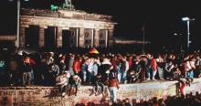 141113-caida-muro-de-berlin-02-690x365
