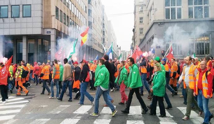 141127-belgica-movilizacion-obrera-24-11-2014-690x400