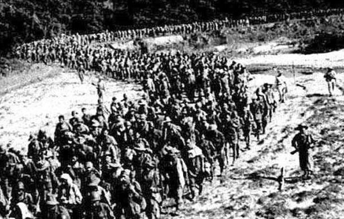 El ultra moderno ejército francés, se rinde en Dien Bien Phu.